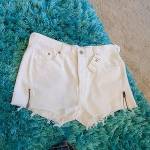 nwt sz 28 white cut off Levi's altered 501 shorts